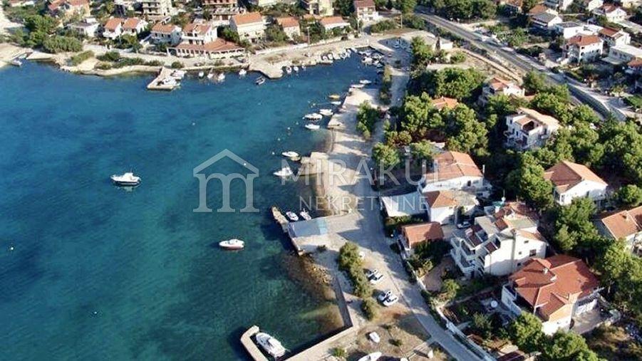 Nekretnine Brodarica, Prodaja luksuznog stana u blizini plaže sa pogledom na more, AB-740, Mirakul nekretnine