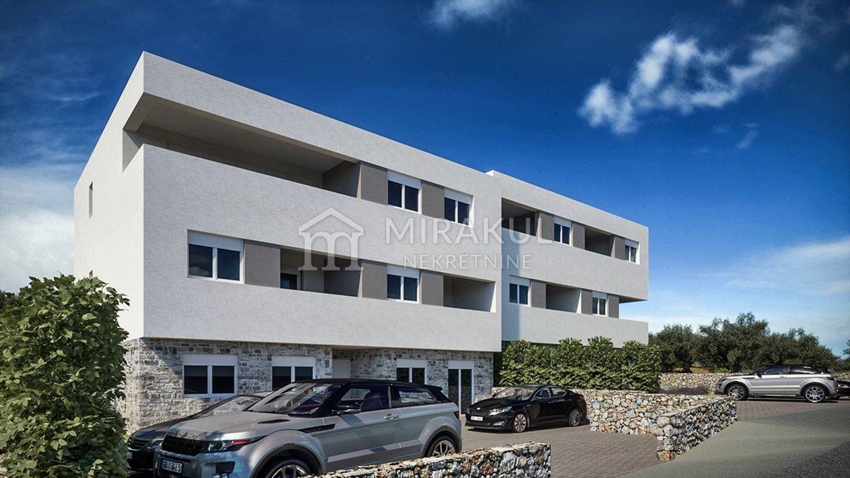 Nekretnine Brodarica, Prodaja luksuznog stana u blizini plaže sa pogledom na more, AB-740, Mirakul nekretnine 1