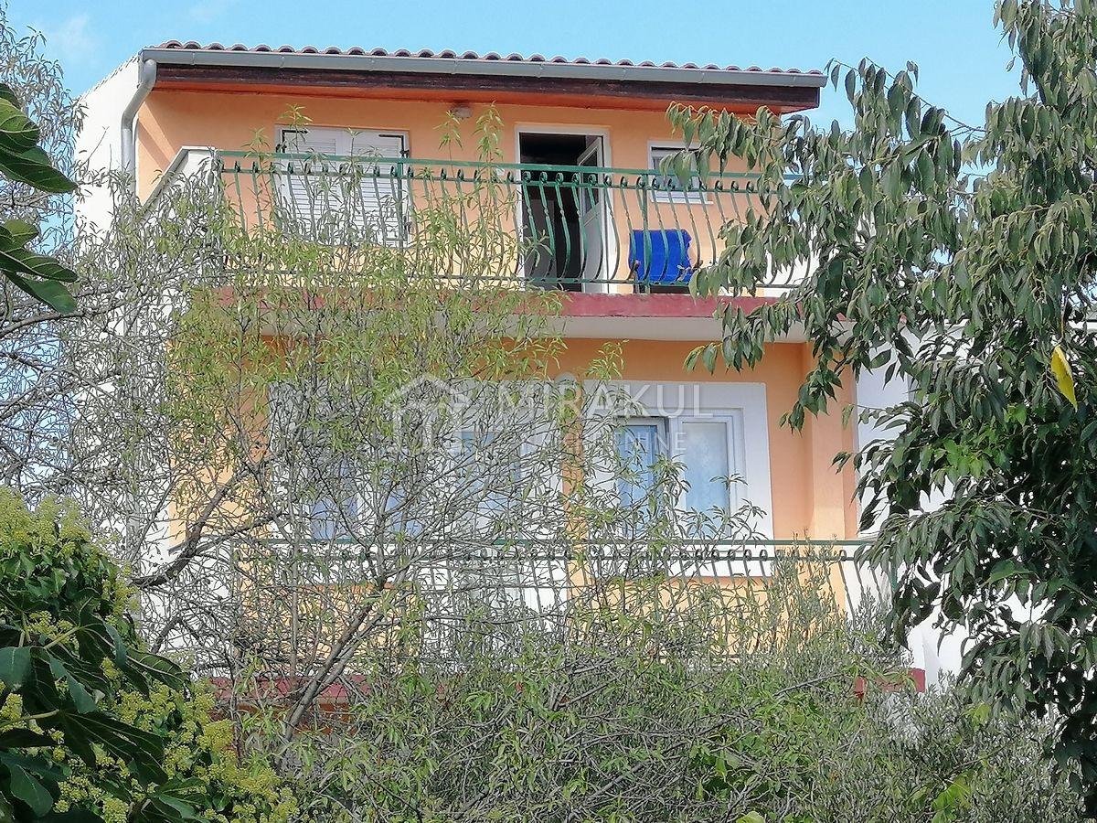Nekretnine Tisno, Prodaja renovirane obiteljske kuće sa pogledom na more, KT-540, Mirakul nekretnine 2