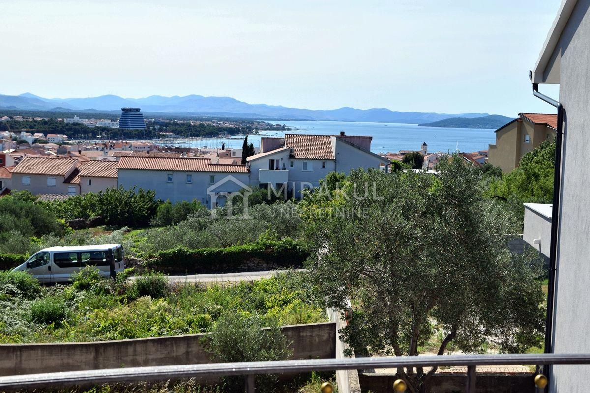 Nekretnine Vodice, Prodaja apartmanske kuće sa vrtom i pogledom na more, KV-542, Mirakul nekretnine 1