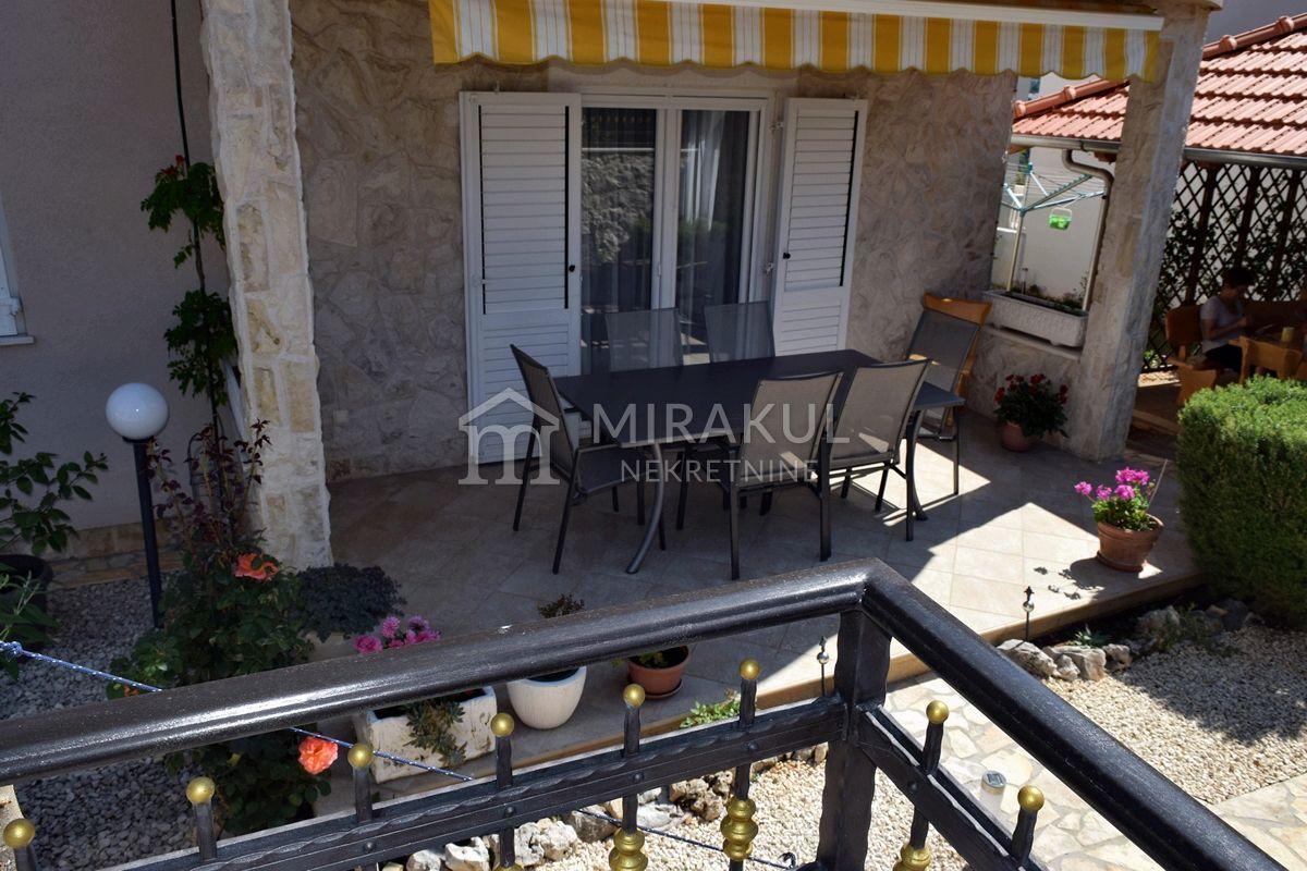 Nekretnine Vodice, Prodaja apartmanske kuće sa vrtom i pogledom na more, KV-542, Mirakul nekretnine 3