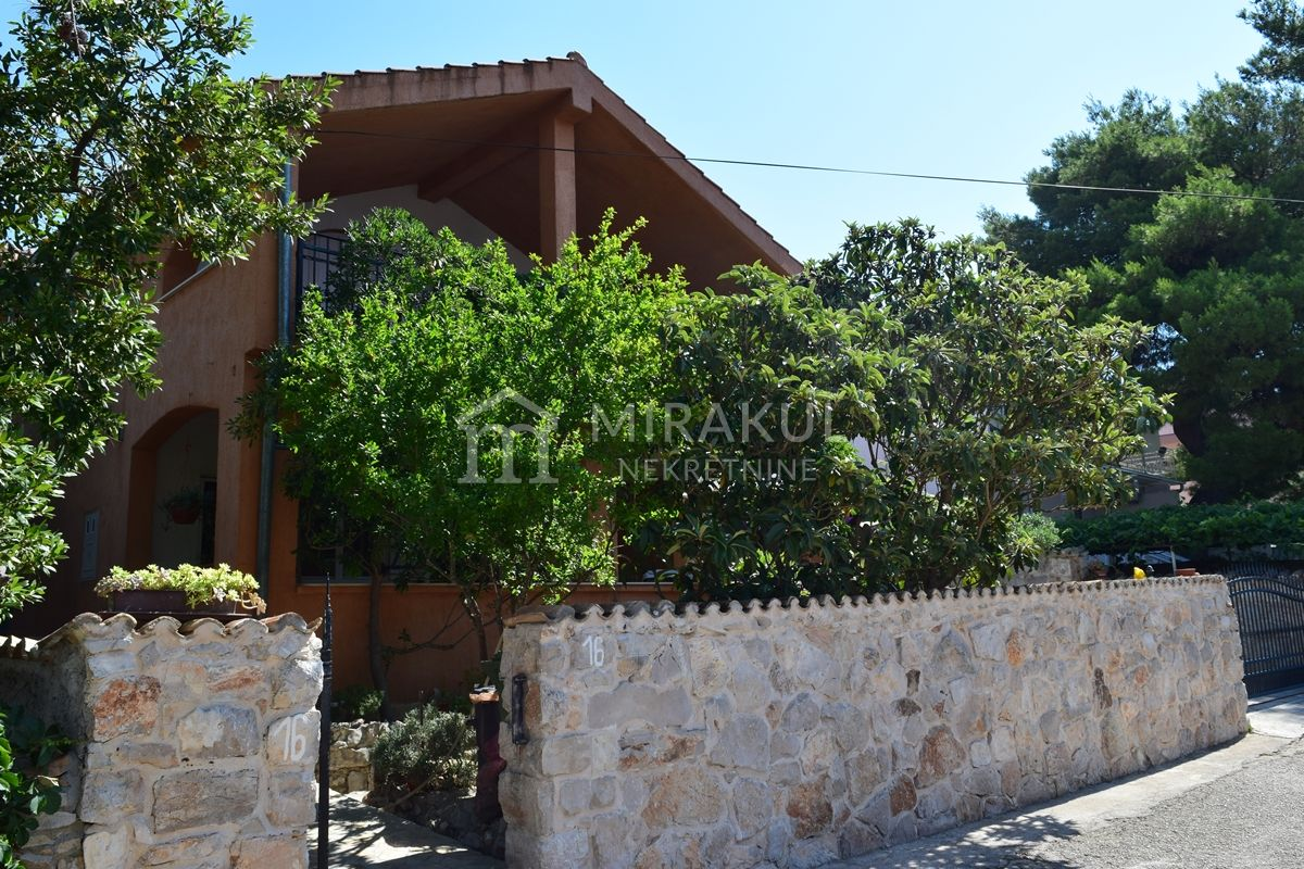 Nekretnine Pirovac, Prodaja obiteljske kuće s pogledom na more, KP-551, Mirakul Nekretnine 1