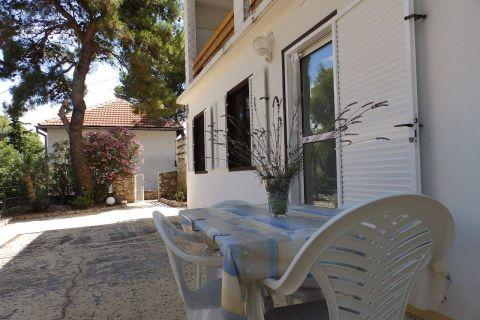 Ingatlan Tisno Murter sziget Horvátország, ház, Mirakul ingatlaniroda, ID - KT - 222, nyraló a strand közelében