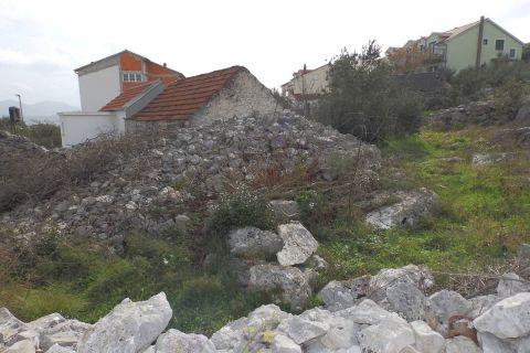 Građevinsko zemljište sa mogućnošću parcelacije
