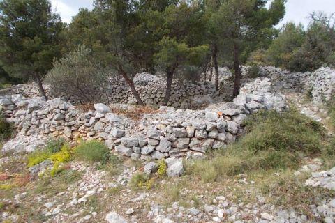 Građevinsko zemljište u centru 350 m. od mora