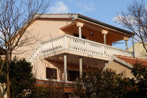 Nekretnine Jezera, Prodaja obiteljska kuće sa vrtom, KJ-340, Mirakul nekretnine