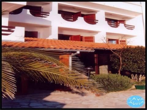 Nekretnine Tisno, Hotel uz more, obnovljen i namješten