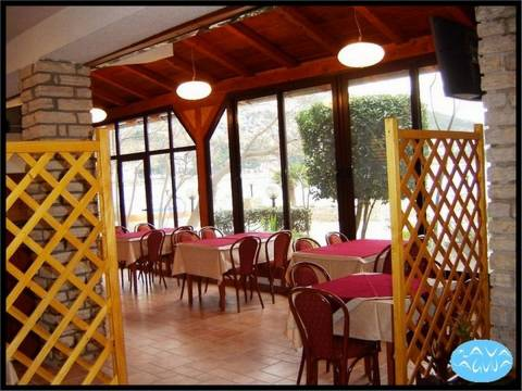 Ingatlan Tisno, Hotel a tengerparton, felújított, berendezett