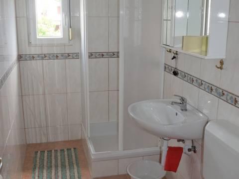 Pirovac, Családi ház 3 apartmannal, a strand közelében