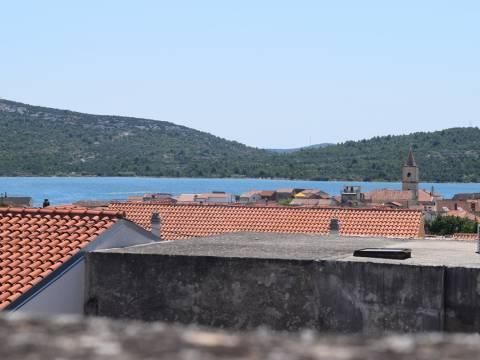 Nekretnine Pirovac, kuća, Mirakul nekretnine, ID - KP - 425, Kuća sa dvorištem i pogledom na more