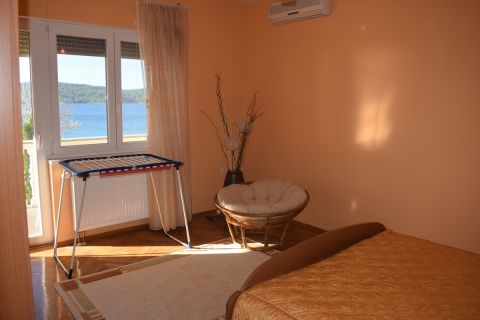 Croatia - Zablaće, Apartment house first row to the sea