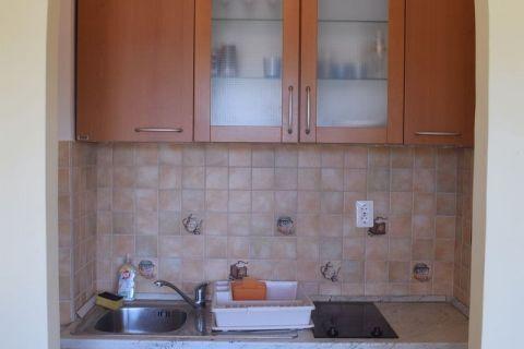 Zablaće, Apartmanska kuća u prvom redu do mora