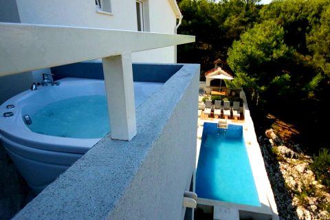 Ražanj, Vila sa bazenom i lijepim pogledom na more