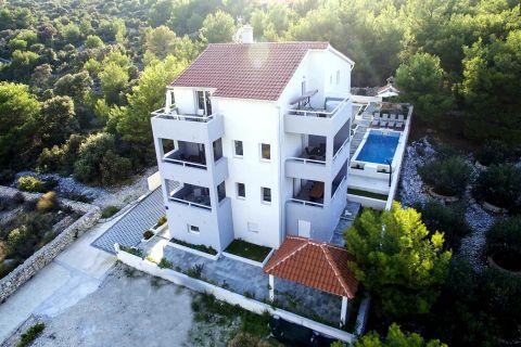Nekretnine Rogoznica, kuća, Mirakul nekretnine, ID - KR - 473, Vila sa pogledom na more