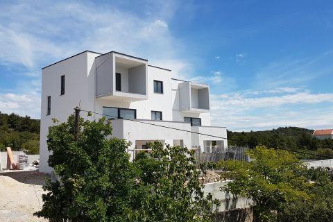 Nekretnine Tribunj, stan, Mirakul nekretnine, ID - AT - 630,  Novi stan sa pogledom na more i bazenom