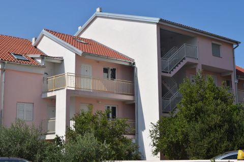 Nekretnine Pirovac, stan, Mirakul nekretnine, ID - AP-647, Jednosoban renoviran stan na katu 1
