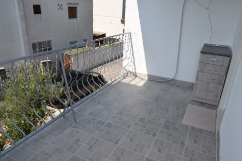 Nekretnine Pirovac, stan, Mirakul nekretnine, ID - AP-647, Jednosoban renoviran stan na katu 4