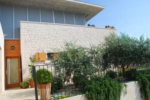 Immobilien Tisno, Exklusive Familienvilla 60 m vom Meer entfernt
