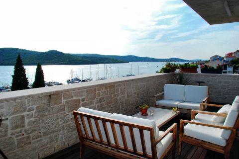 Immobilien Tisno, Verkauf von exklusiver, designer Villa nahe dem Meer KT-491, Mirakul Immobilien 1