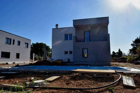Šibenik, Neues Haus mit Pool auf ruhiger Lage