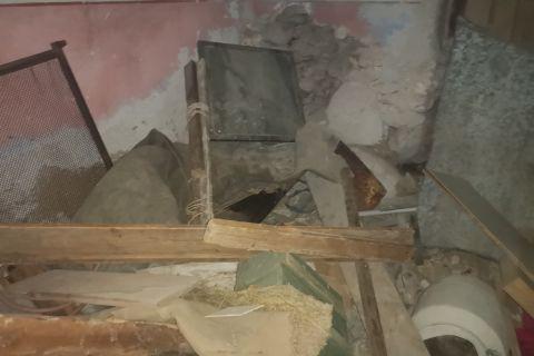Tisno, Kamena kuća za renoviranje 90 m. od mora