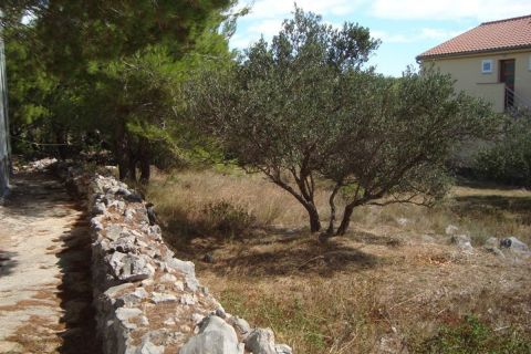 Croatia - Tisno, Building land in a quiet environment, close to the sea