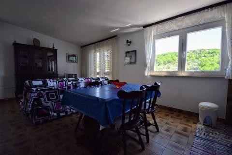 Ingatlan Pirovac, Közvetlen a tengerparton - Ház 3 lakással