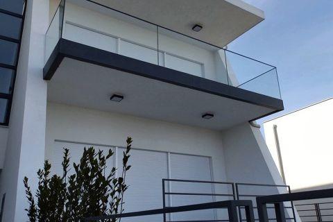 Murter, Lijepi stanovi u manjoj zgradi sa pogledom na more