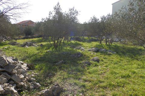 Pirovac, Lijepo građevinsko zemljište pravilnog oblika, 925m2