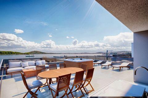 Nekretnine Murter, Prodaja ekskluzivnog stana na prvom katu u novogradnji, prvi red do mora, AM-736, Mirakul nekretnine 1