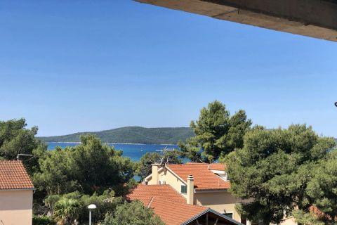 Nekretnine Brodarica, Prodaja luksuznog stana u blizini plaže sa pogledom na more, AB-740, Mirakul nekretnine 2