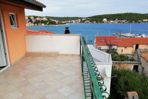 Nekretnine Tisno, Prodaja renovirane obiteljske kuće sa pogledom na more, KT-540, Mirakul nekretnine