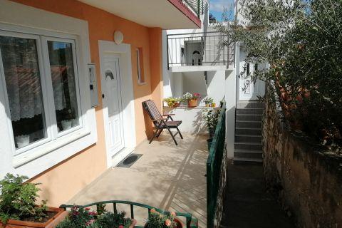 Nekretnine Tisno, Prodaja renovirane obiteljske kuće sa pogledom na more, KT-540, Mirakul nekretnine 3