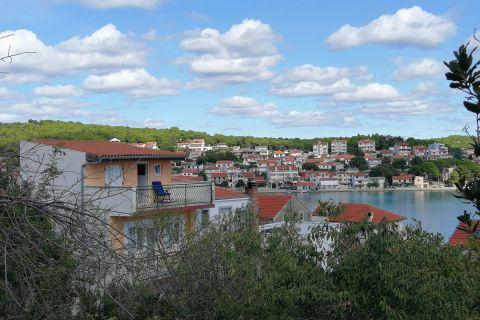 Nekretnine Tisno, Prodaja renovirane obiteljske kuće sa pogledom na more, KT-540, Mirakul nekretnine 1
