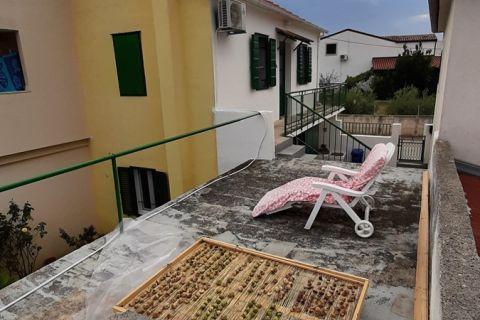 Ingatlan Murter, Családi ház udvarral a tenger és központ közelében