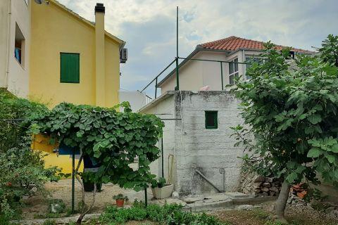 Nekretnine Murter, Prodaja kuće sa vrtom u centru mjesta, blizina mora, KM-541, Mirakul nekretnine