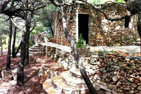 Nekretnine Murter, Prodaja kamene kuće u borovoj šumi, prvi red do mora sa pogledom na Kornate, KM-543, Mirakul nekretnine 3