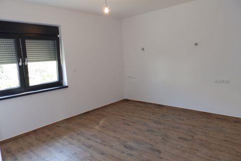 Ingatlan Vodice, Földszinti háromszobás luxus lakás kerttel, S1