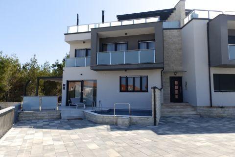Properties Srima Croatia, Mirakul Real Estate agency, AS-751, Luxurious flat with a pool