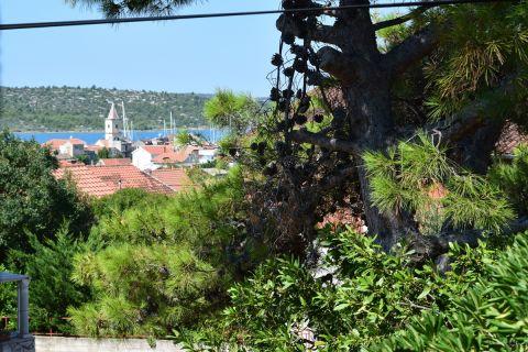 Nekretnine Pirovac, Obiteljska kuća s pogledom na more