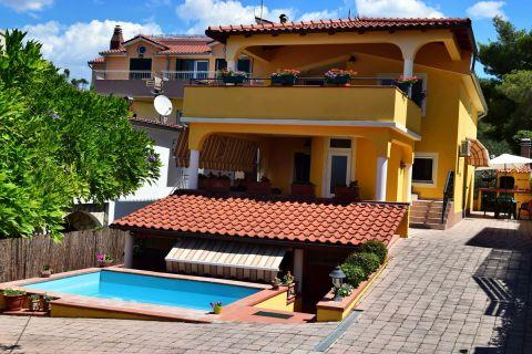 Real estate Croatia - Žaborić, Elegant villa with sea view