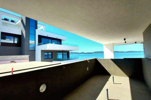 Nekretnine Sukošan, Ekskluzivni stan u prvom redu do mora - stambeni objekt B