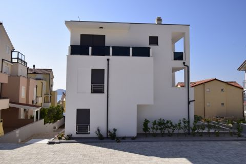Real estate Vodice, Three bedroom apartment for sale in a new building near the sea and the beach, AV-763, Mirakul real estate 1