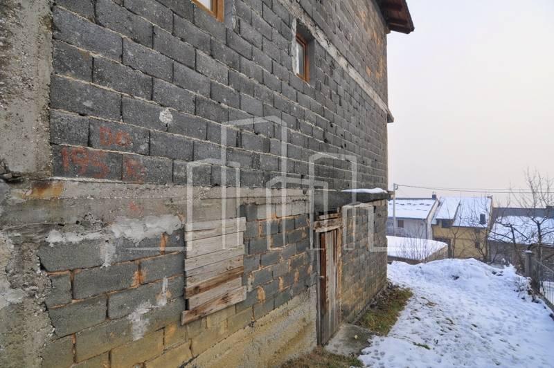Višeetažna kuća sa okućnicom Novo Sarajevo