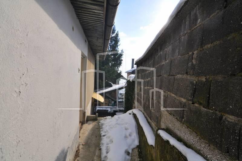 Dvoetažna kuća za prodaju Stari Grad