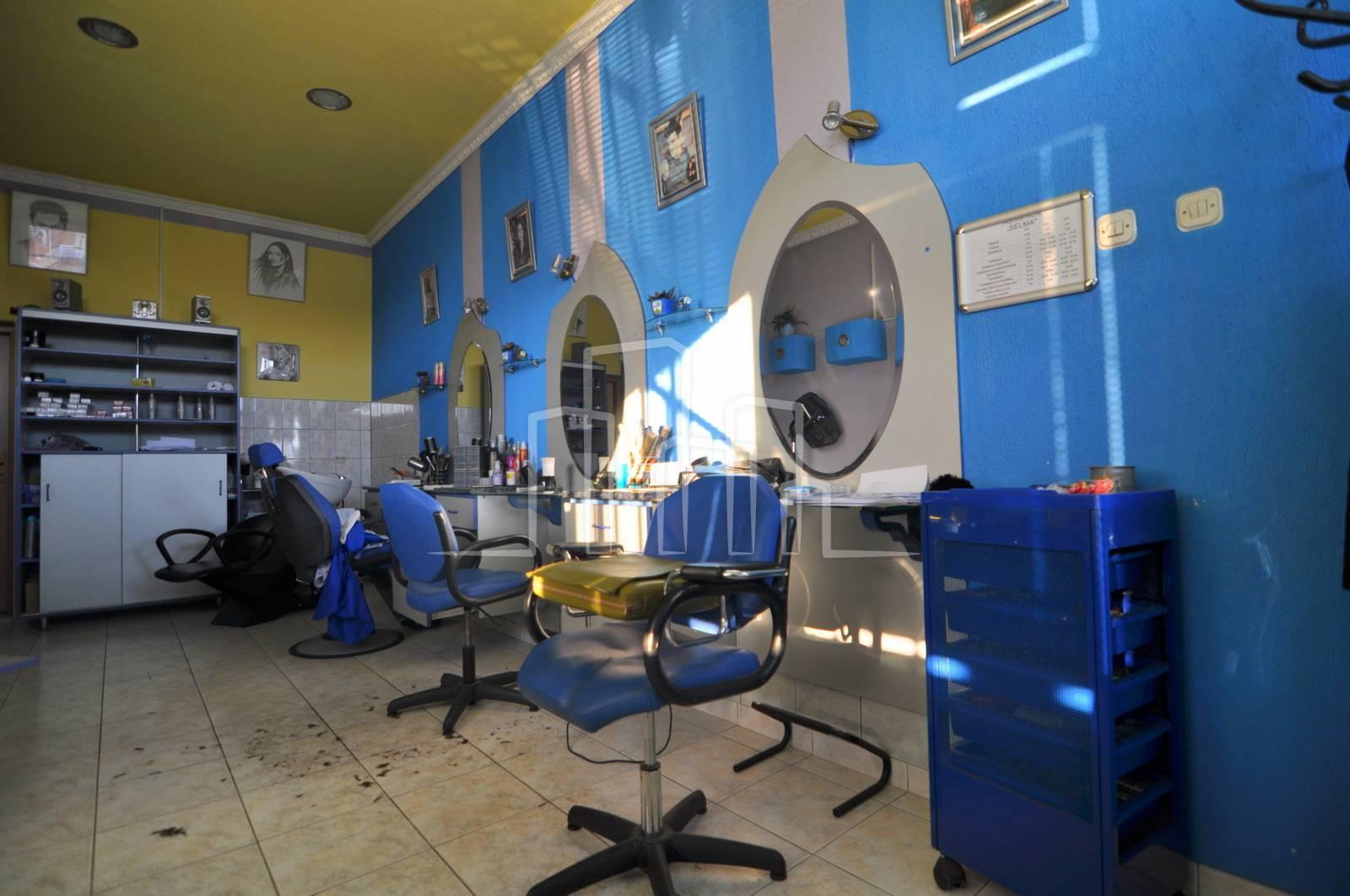 Opremljen frizerski salon Novi Grad