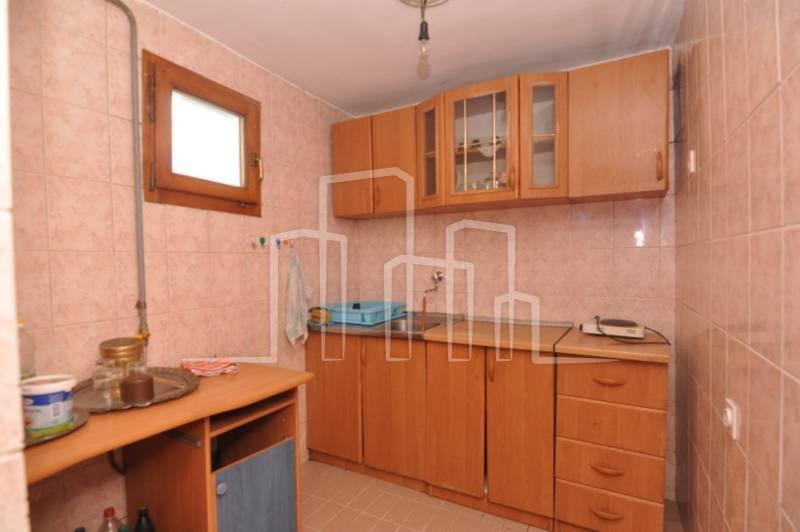 Višeetažna kuća za prodaju Hotonj