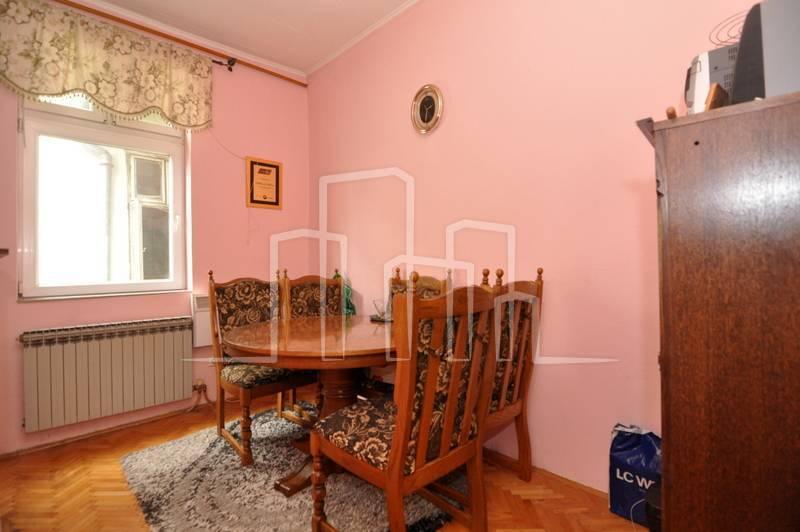 Trosoban stan prodaja Ferhadija