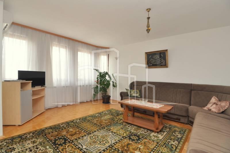 Trosoban stan za najam u privatnoj kući S.Grad