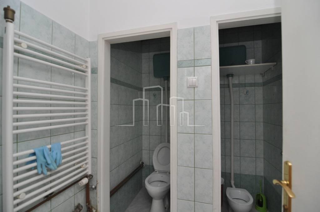Poslovni prostor 100m2 3 ulaza 4 prostorije iznajmljivanje